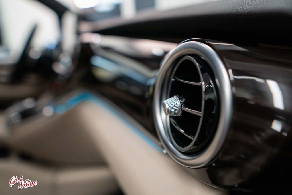 Detale wewnątrz auta