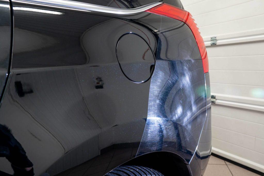 Efekt korekty lakieru na lakierze samochódu